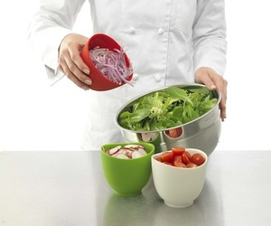 Flex-it-bowls-and-measuring-cups-by-isi-m