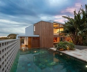 Flipped-house-by-mck-architects-m