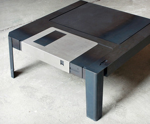 Floppy-disk-table-m