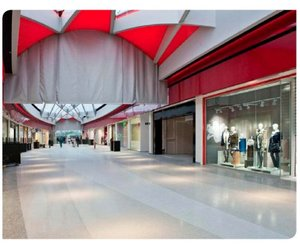 Flowcrete-designed-floor-at-shopping-center-in-belgium-m