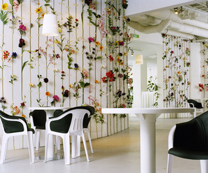 Flower-wallpaper-by-tensta-konsthall-front-2-m
