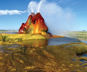 Fly-geyser-in-nevada-m