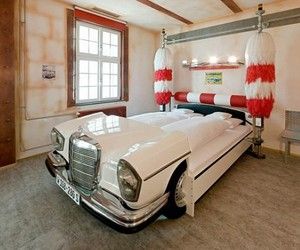 Formula-1-cars-bed-concept-in-lavish-germany-hotel-m