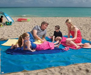 Four-person-beach-mat-m