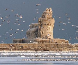 Frozen-west-pier-light-house-m