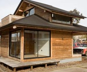 Furniture-and-modular-prefab-housing-from-salvaged-wood-m
