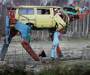 Gigantic-cow-sculptures-made-from-recycled-car-parts-m