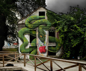 Gigantic-snake-mural-by-sokram-m