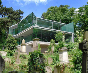 Glass-home-perched-on-the-edge-of-a-historic-cemetery-m