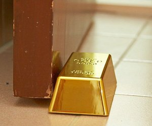 Gold-bullion-door-stop-m