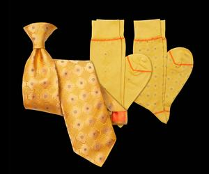 Gold-diamonds-tie-and-socks-m
