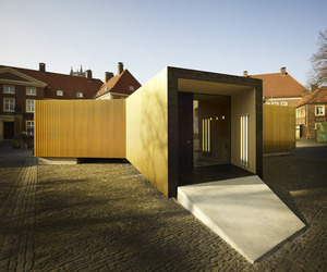Golden-pavilion-houses-modern-workspace-m