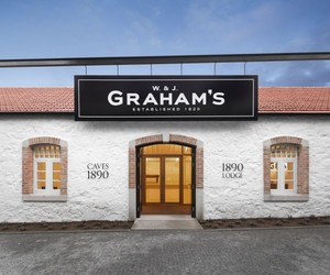 Grahams-1890-lodge-port-cellar-m