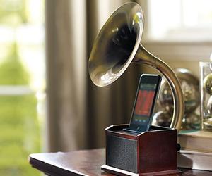 Gramophone-ipod-station-m