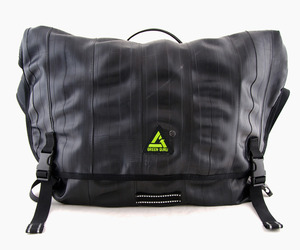 Green-guru-recycled-bike-tube-messenger-bag-m