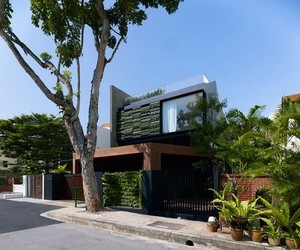 Green Modern Residence by Formwerkz Architects