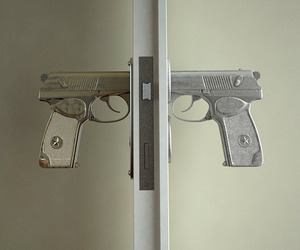 Gun-shaped-doorknobs-function-like-a-real-pistol-3-m