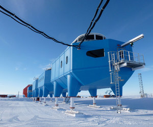 Halley-vi-research-station-by-hugh-broughton-architects-m
