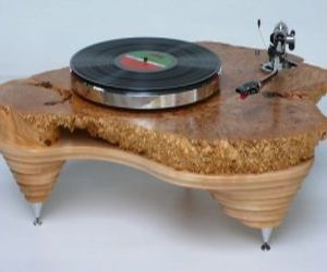 Hand-rubbed-solid-maple-turntable-hyperion-is-majestic-m