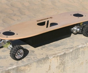 Hands-free-electric-skateboard-by-zboard-m