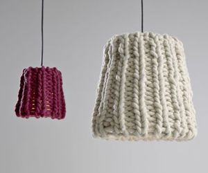 Hanging-lamp-with-knitted-wool-yarn-m