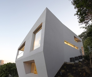 Hill-side-house-m