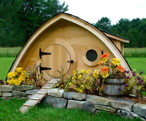 Hobbit Hole: Dream Living For Chickens