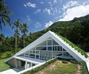 Holiday Villa with Beautiful Green Architectural Features