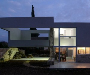 Hotel-villa-in-yessod-hammala-by-uri-cohen-architects-m
