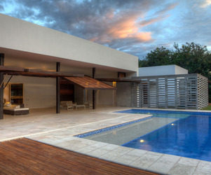 House 60 by De La Carrera + Cavanzo Arquitectura