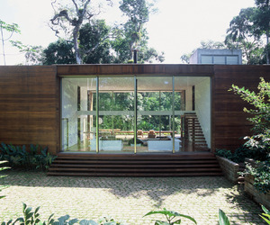House in Iporanga by Arthur Casas