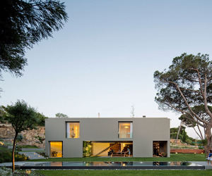 House-in-quinta-patino-by-frederico-valsassina-arquitectos-m