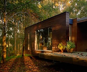 House-in-the-woods-by-rosales-and-crecente-m