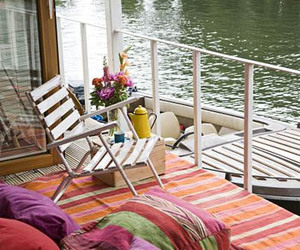 Houseboat-on-the-thames-m