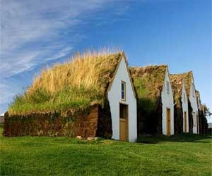 Icelandic-design-house-with-green-roof-m