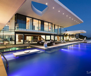 Incredible-home-immersed-on-the-edge-of-a-cliff-m
