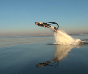 Incredible-new-watersport-allows-you-to-fly-m
