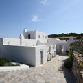 Intimate-and-luxurious-jade-villa-in-greece-s