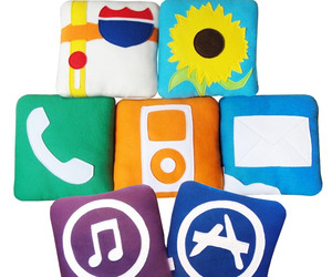Ipillows-iphone-icons-as-fleece-cushions-m