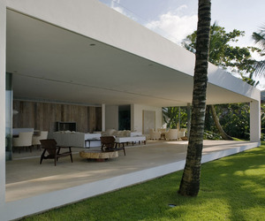 Iporanga-house-by-isay-weinfeld-m