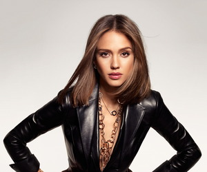 Jessica-alba-and-possession-collection-by-piaget-m