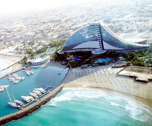 Jumeirah Beach Hotel in Dubai: