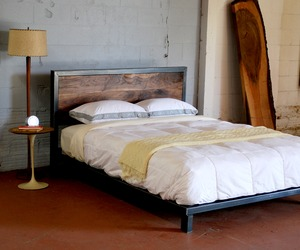 Kraftig-platform-bed-of-steel-and-walnut-m