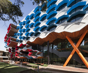 La-trobe-institute-for-molecular-science-by-lyons-m