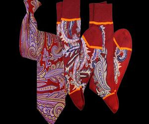Larius-red-paisley-tie-and-socks-m