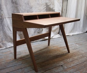 Laura-desk-by-phloem-studio-m