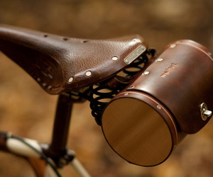 Leather-seat-barrel-bag-m