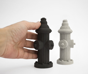 Li2bit-concrete-fire-hydrant-salt-pepper-shakers-m