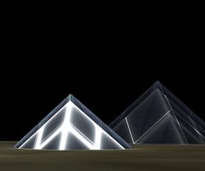 Lunar-cubit-solar-panel-pyramids-m
