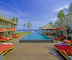 Luxurious-beachfront-villa-in-bali-m